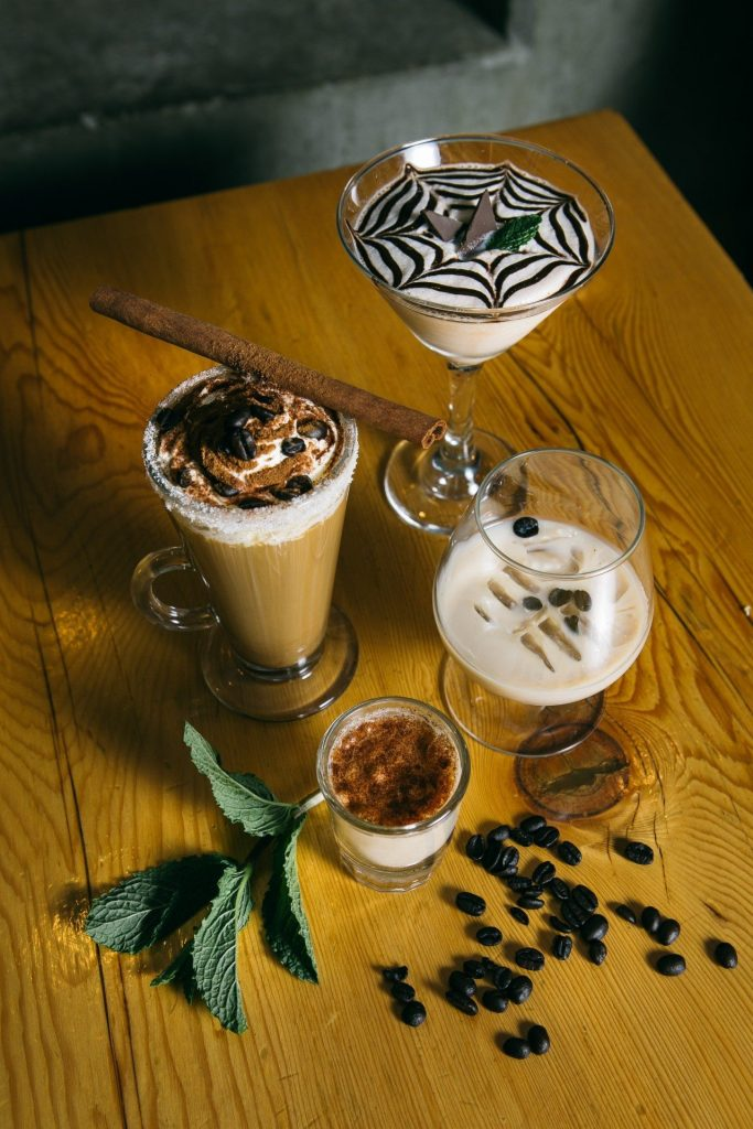 The Après Ski Cocktail recipe can be served in a number of delicious ways.